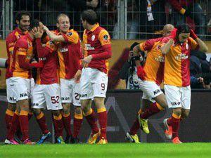 Galatasaray 10 kişiyle de lider: 2-1