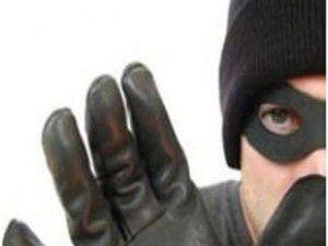 Hırsız eve girmeye çalışınca mahalleliye yakalandı
