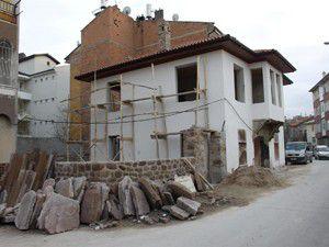 İki binanın restorasyonu tamamlanıyor