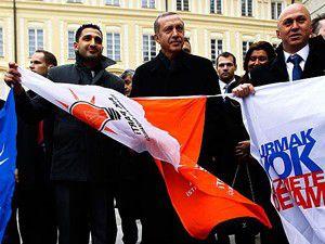 Erdoğanı bayraklarla karşıladılar