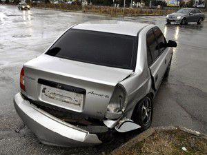 Seydişehirde 2 otomobil çarpıştı: 1 yaralı