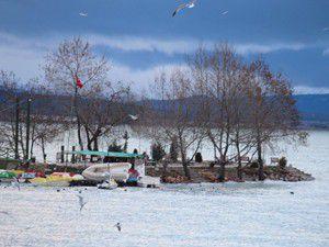 Yükselen sular köylüleri korkutuyor