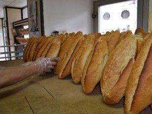 Bayat ekmeğini getir, tazesini götür