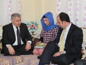 Öğrenci aileleri evde ziyaret edildi