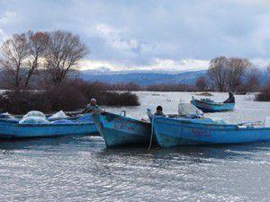 Beyşehirde balıkçılar zor günler yaşıyor