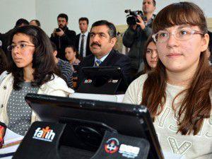 Konyada 3 okulda 719 tablet bilgisayar dağıtıldı