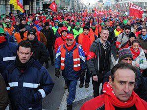 İşçiler greve gitti