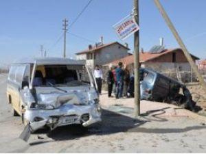 Konyada iki minibüs çarpıştı: 7 yaralı