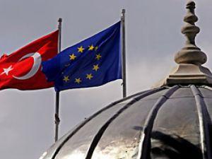 Türkiyeye Kıbrıs ve Kürt Açılımı övgüsü