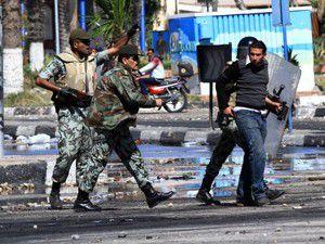 Göstericiler ve polis arasında çatışmalar sürüyor
