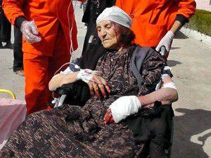 Çoban köpekleri yaşlı kadının kulağını kopardı
