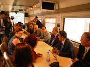 Ders saatinde 200 öğrenci Hürriyet trenini karşıladı