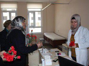 Kadın Kollarından sağlık çalışanlarına ziyaret