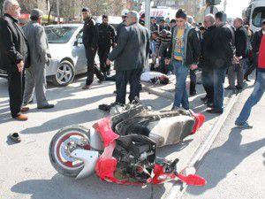Otomobil motosiklete çarptı; 2 yaralı