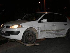 Otomobil ile sivil polis aracı çarpıştı
