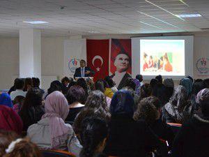 YURTKUR öğrencilerine liderlik semineri