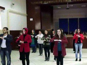Seydişehirde işaret dili kursiyerlerinden gösteri