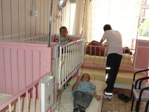 Öğrenciler gıda zehirlenmesinden hastaneye kaldırıldı