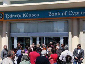 Güney Kıbrısta bankalara hücum
