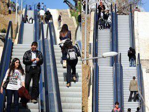 Mahalleye yürüyen merdivenle çıkıyorlar