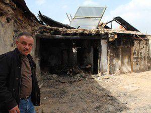Beyşehirde evi yanan aileye yardım