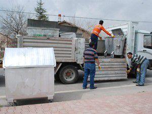 Karatayda eski çöp sandıkları değiştiriliyor