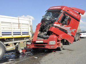 Akşehirde 2 tır çarpıştı: 1 yaralı