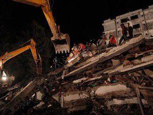 Hindistanda inşaat çöktü: 27 ölü, 54 yaralı