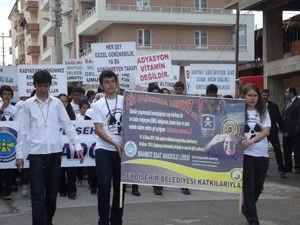 Liseli öğrencilerden radyasyon yürüyüşü