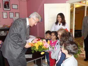 İl Milli Eğitim Müdürü miniklerden etkilendi