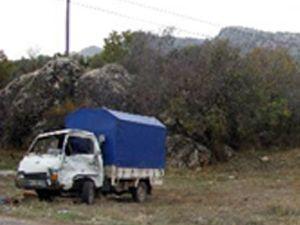 İşçi taşıyan kamyonet, kamyonla çarpıştı