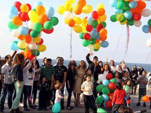 Balonla Mezhepçiliği bırakın mesajı