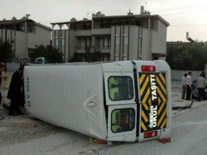 Okul servisi kamyonetle çarpıştı