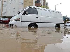 Antalyayı sel vurdu