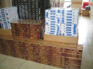 Kolilerde 10 bin paket kaçak sigara çıktı