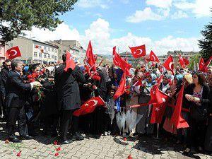 Ellerdeki Türk bayraklarından gururlandım