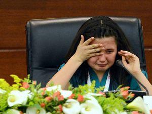 Başbakanlık koltuğunda gözyaşlarına boğuldu