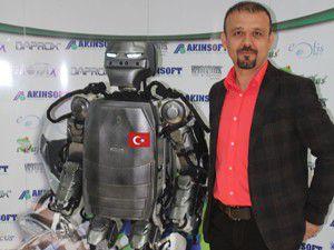 İnsansı robot Akıncı-2 halkla tanıştı