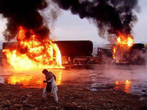 Afganistanda otobüs yanan kamyona çarptı