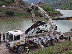 Kazada 6 kişi öldü, 24 kişi yaralandı