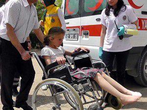 Ayağına çay dökülen çocuk hastanelik oldu
