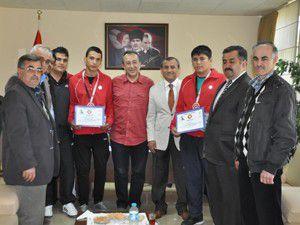 Şampiyon Judoculara altın