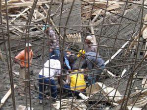 Beyşehirde cami iskelesi çöktü: 8 yaralı
