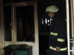 Yerinden çıkan gaz hortumu evi yaktı
