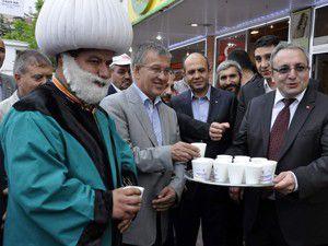 AK Parti Akşehir İlçe Teşkilatı ayran dağıttı