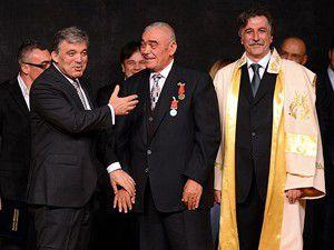 Cumhurbaşkanı Gül hayırseverlere madalya verdi
