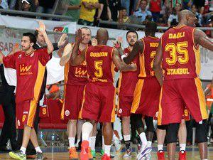 Galatasaray finalde: 77-79