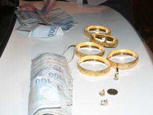 Altın ve para çalan hırsız yakalandı