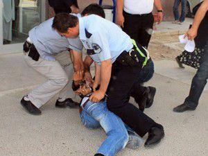 Hırsızlık şüphelisi polise zor anlar yaşattı