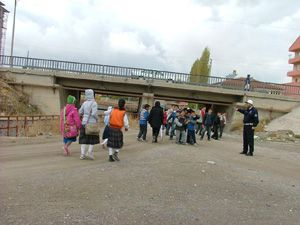 Polis, okul önlerinde tedbiri artırdı